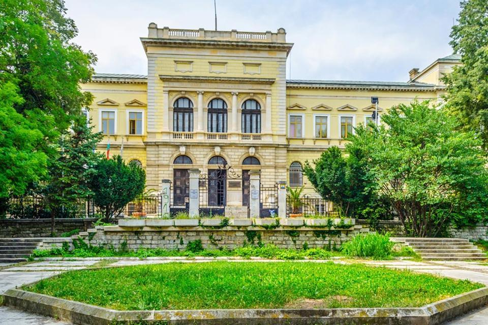 varna-archaeological-museum-2.jpg