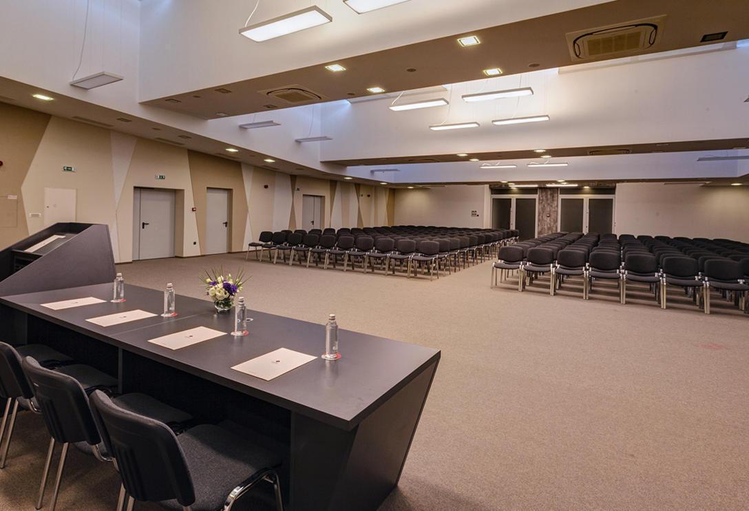 conference_hall_BIG_4.jpg